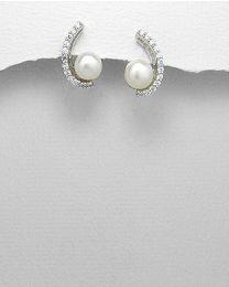 Zilveren oorstekers met Parels en Zirkonia